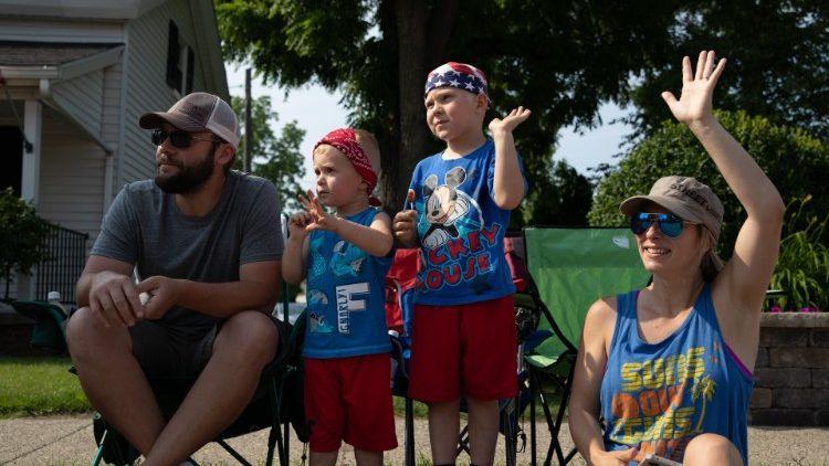 Una famiglia negli Stati Uniti durante le celebrazioni per il 4 luglio