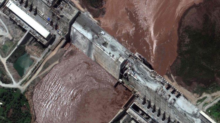 Una veduta aerea della diga etiope sul Nilo azzurro