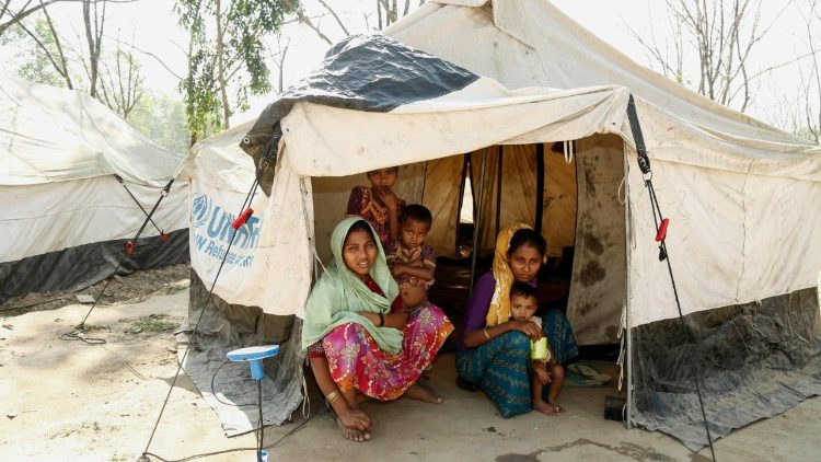 Rohingya in un campo profughi in Bangladesh
