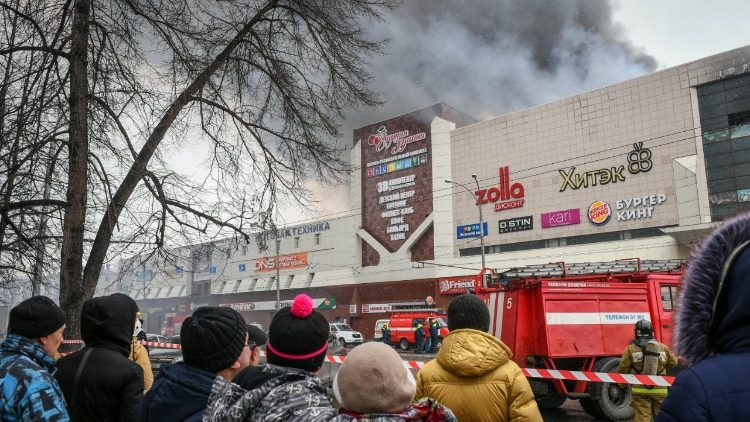fire-in-kemerovo-shopping-center-1522061607106.jpg
