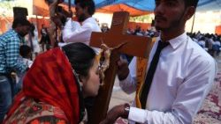 Pakistani Christians in prayer