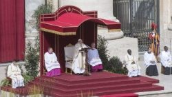 pope-francis--mass-in-the-sunday-of-divine-me-1523179415987.jpg