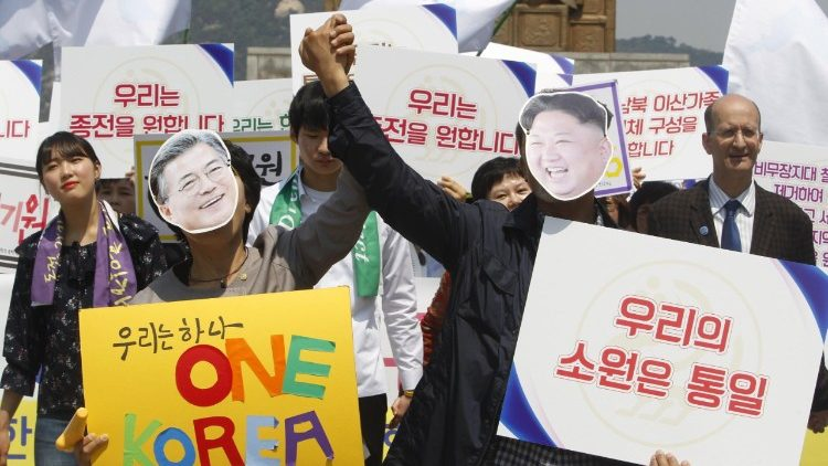South Korean activists showing support for Inter-Korean Summit
