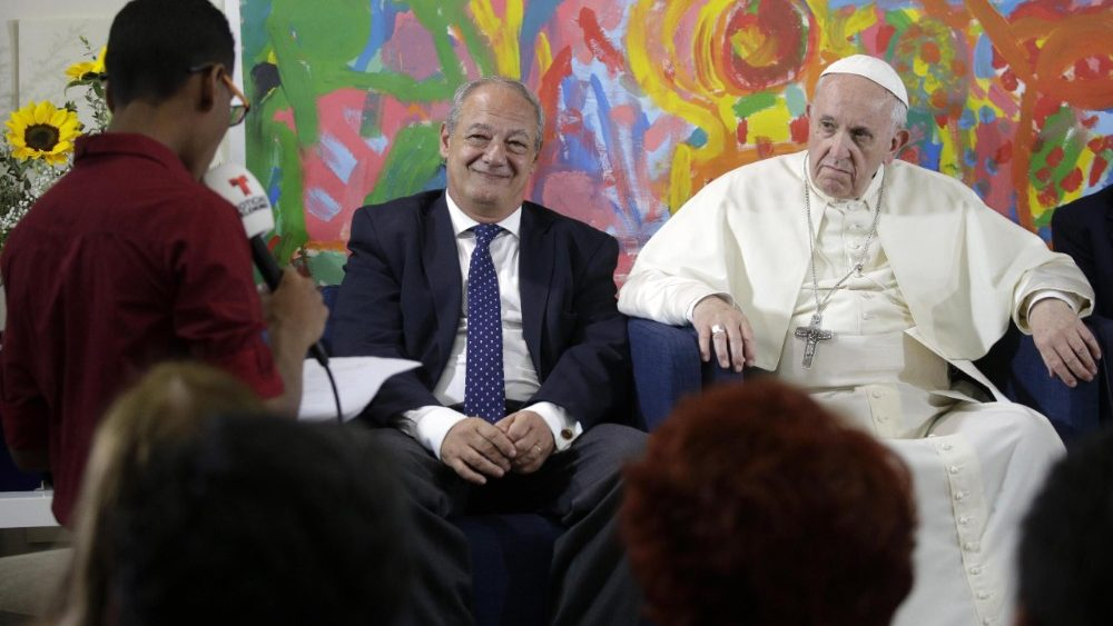 pope-francis-at-the-scholas-occurrentes-organ-1526052795204.jpg