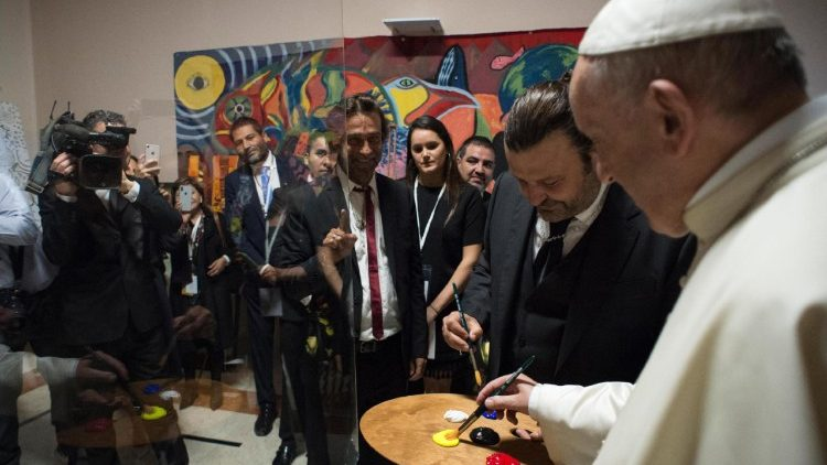 pope-francis-at-the-scholas-occurrentes-organ-1526059102816.jpg
