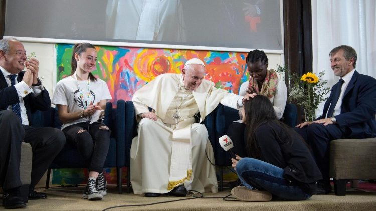 pope-francis-at-the-scholas-occurrentes-organ-1526059107700.jpg