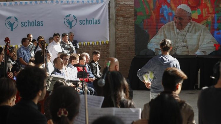 Scholas - Pope Francis ever active with projects for the poor