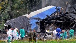 boeing-737-plane-crash-1526702907368.jpg