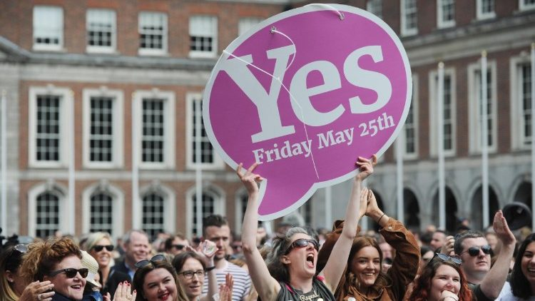 Ireland votes to legalise abortion