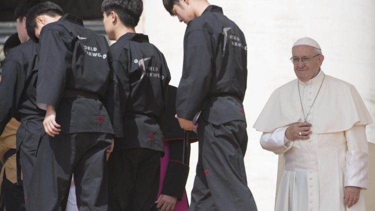 Pope Francis greets Korean athletes at the Wednesday General Audience