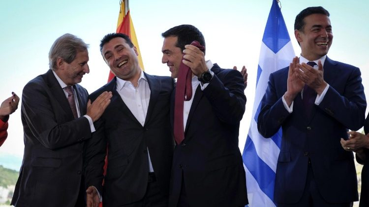 Prime Ministers of Greece and Macedonia sign agreement in Psarades, Florina, Grece