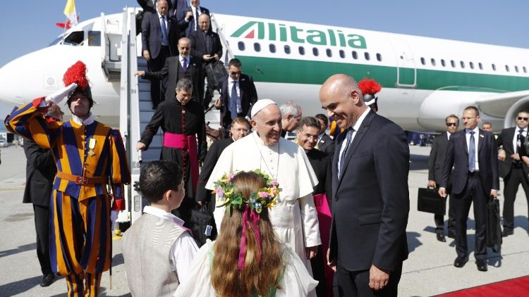 pope-francis-visits-the-world-council-of-chur-1529570948952.jpg