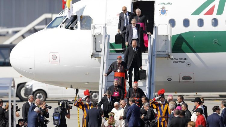 pope-francis-visits-the-world-council-of-chur-1529572155415.jpg