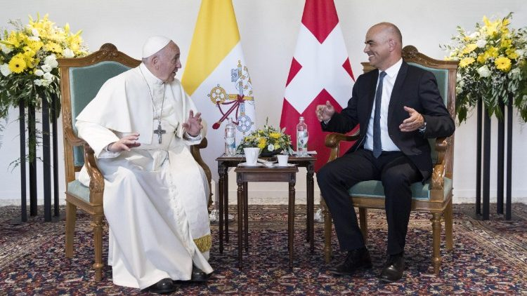 pope-francis-visits-the-world-council-of-chur-1529578149602.jpg