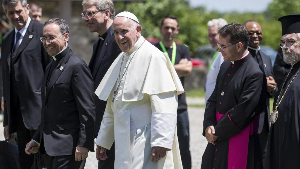 pope-francis-visits-the-world-council-of-chur-1529587753365.jpg