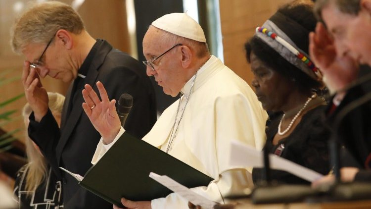 pope-francis-visits-the-world-council-of-chur-1529593165332.jpg