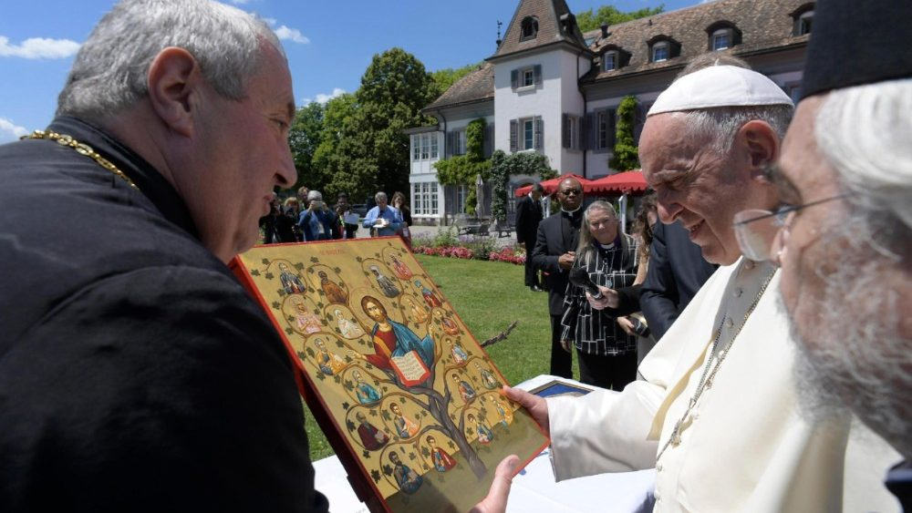 pope-francis-visits-the-world-council-of-chur-1529594375844.jpg