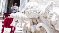 pope-francis--angelus-prayer-1529840663798.jpg