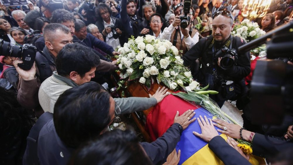 funeral-service-for-ecuadoran-journalist-team-1530301483072.jpg