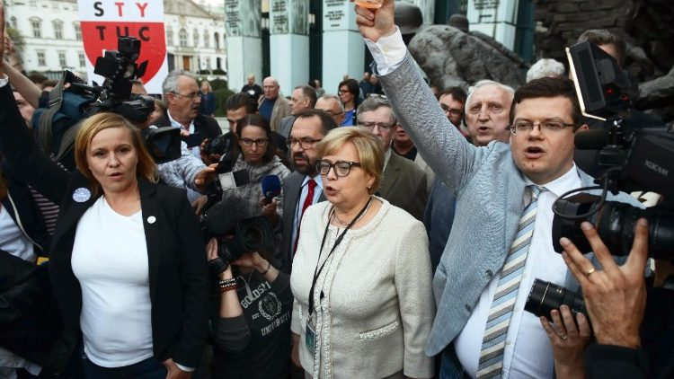 Protesters outside othe Supreme Court in Warsaw, Poland
