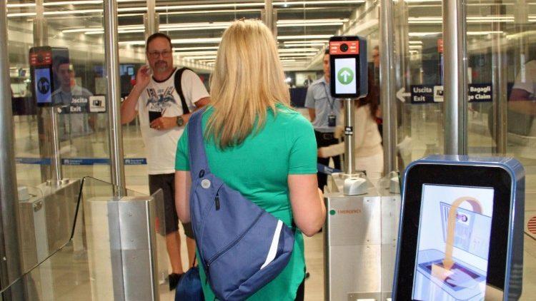 Трудные вопросы: биометрические паспорта, чипы и т.д.