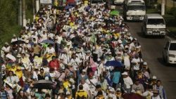 Hundreds of Salvadorans start pilgrimmage before Romero's canonization