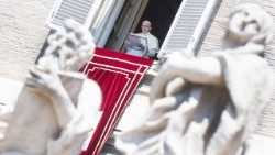 pope-francis--angelus-prayer-1533471604435.jpg