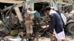 aftermath-of-a-saudi-led-airstrike-killed-at--1533906554273.jpg