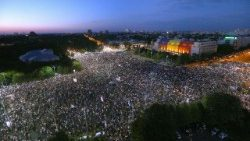 Romanians living abroad protesting against the government