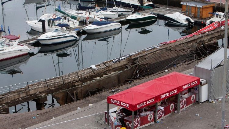 A view of the collapsed wooden walkway in the Spanish city of Vigo