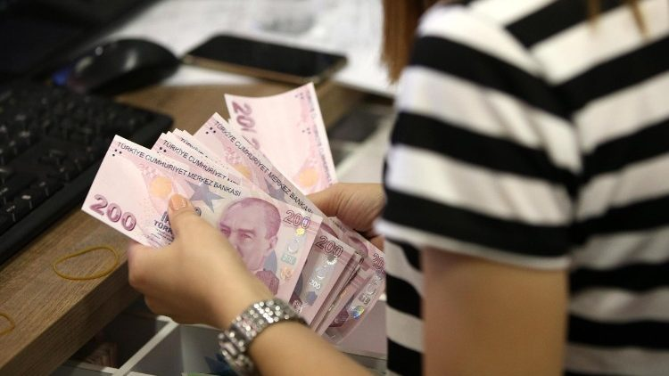 Turkish lira continues losing value