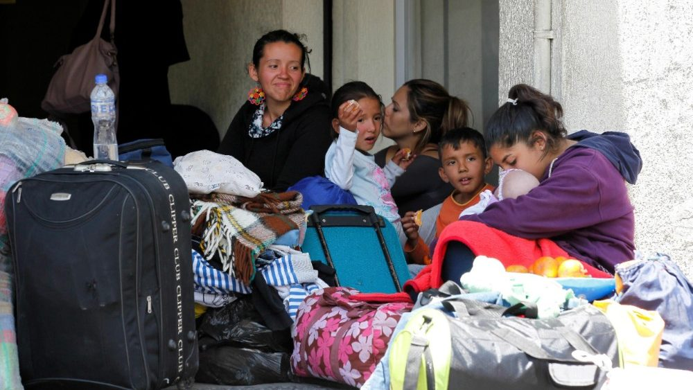 group-of-venezuelans-returns-from-ecuador-in--1536186709875.jpg