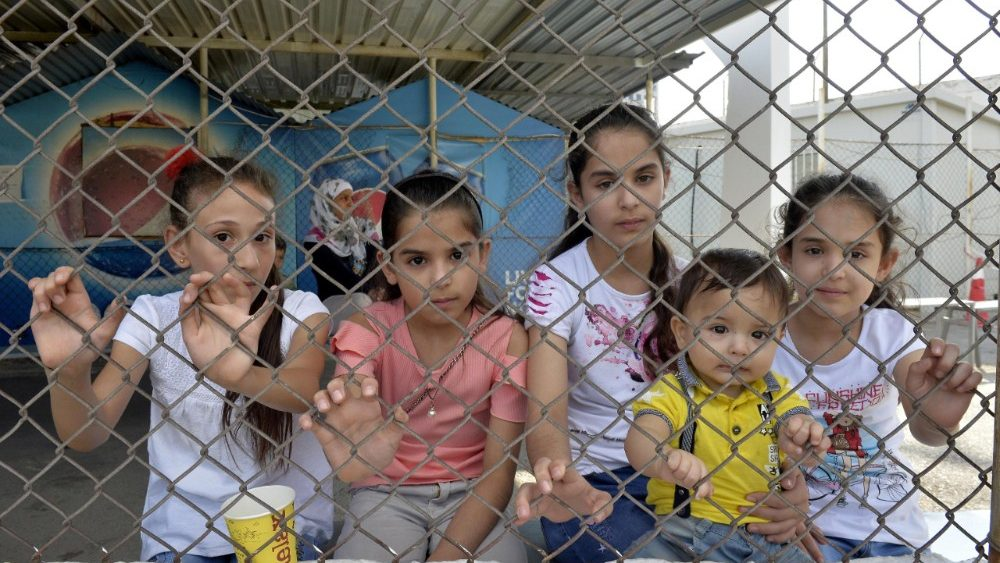 154-syrian-refugees-leave-beirut-to-return-to-1536491214785.jpg