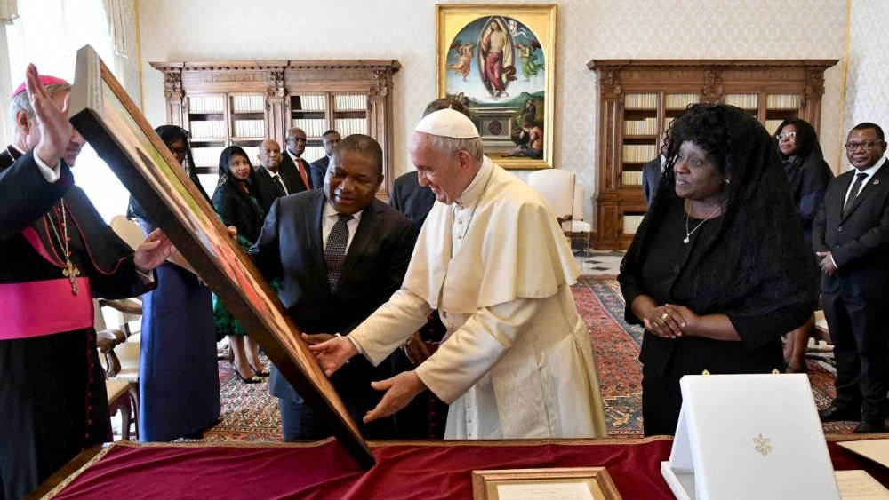 pope-francis-receives-mozambique-president-fi-1536925625274.jpg