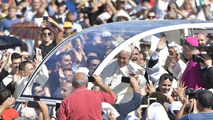 pope-francis-vists-palermo-1537014732634.jpg