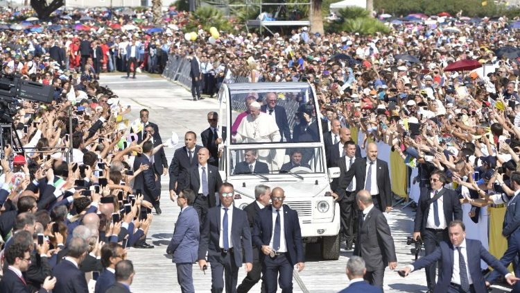 pope-francis-vists-palermo-1537015010409.jpg