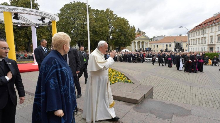 pope-francis-in-lithuania-1537611713032.jpg