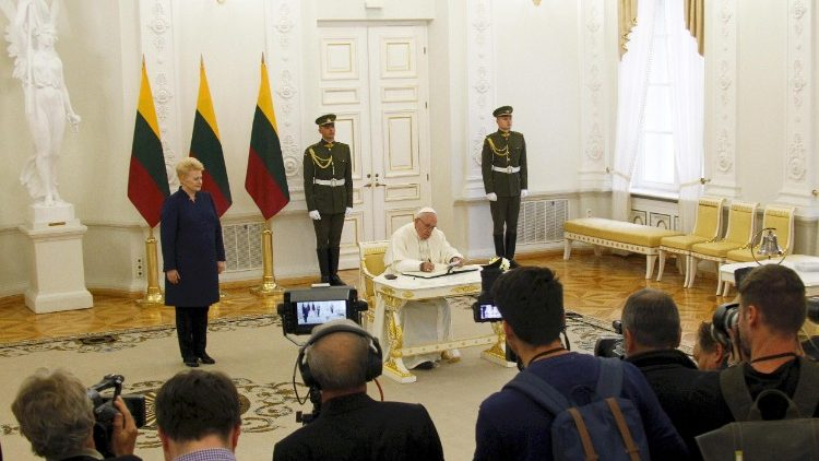 pope-francis-in-lithuania-1537618622950.jpg
