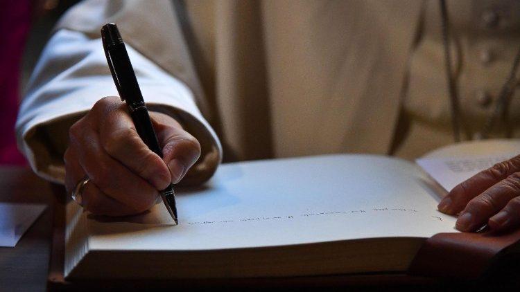 El Ponifice autoriza a la Congregación para las Causas de los Santos la Promulgación de Decretos.