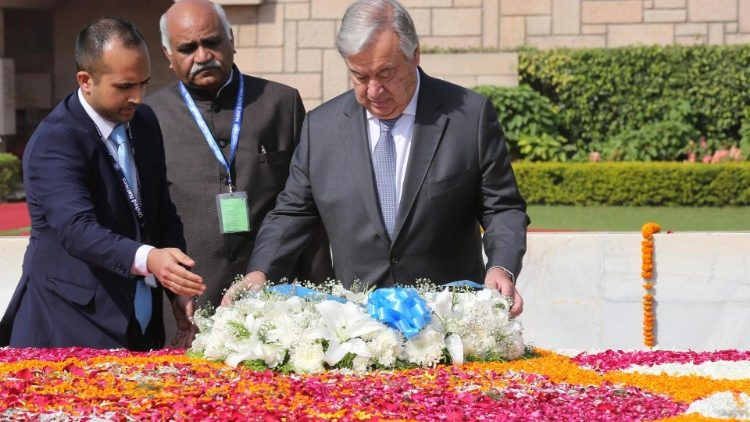 UN Secretary-General Antonio Guterres paying homage to Mahatma Gandhi at his memorial in Delhi, India, on October 2, 2018.