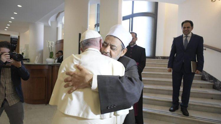 Papa Francisco e o Grão Imame de Al-Azhar, líder mundial do Islã sunita
