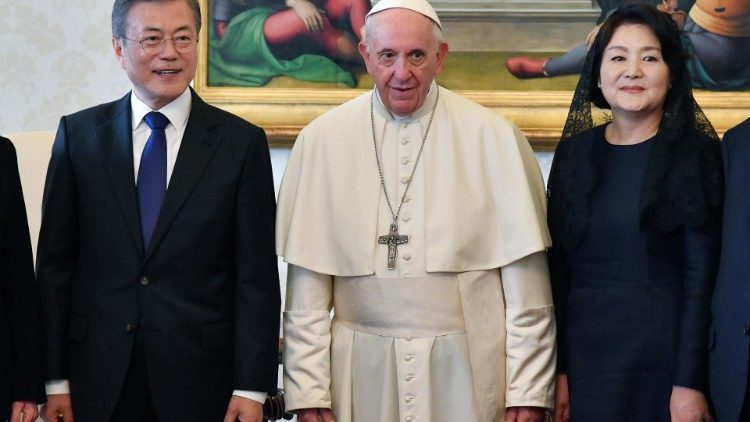 pope-francis-meets-south-korean-president-moo-1539864972964.jpg