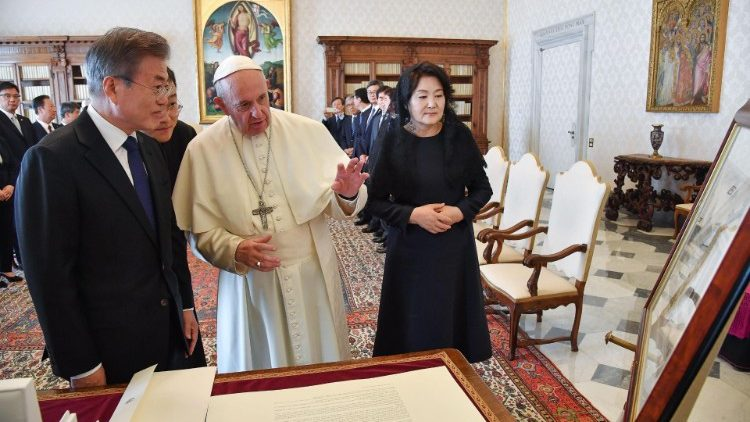 pope-francismeets-south-korean-president-moon-1539864977401.jpg