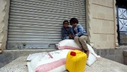 conflict-affected-yemenis-receive-food-aid-ra-1540225273937.jpg