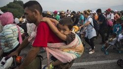 Miles de niños en la caravana migrante necesitan protección