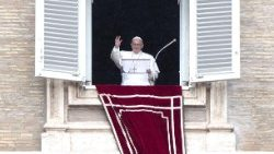 pope-francis--angelus-prayer-1540728389370.jpg