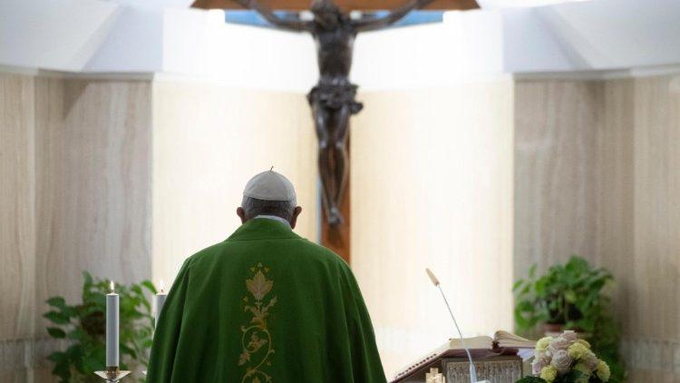 Papa: 'buona politica al servizio pace', tema Giornata 2019
