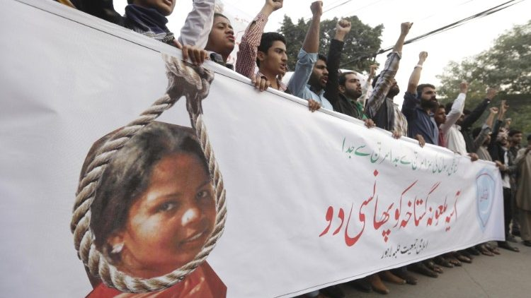 Protesters in Pakistan demanding reversal of Asia Bibi's acquittal.
