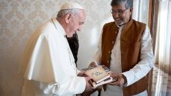 Pope Francis receiving Kailash Satyarthi in the Vatican on November 16, 2018.