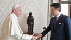 pope-francis-meets-italian-prime-minister-giu-1544875129649.jpg